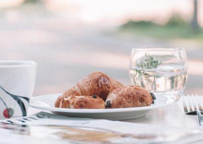 hotel-des-thermes-petit-dejeuner-terrasse