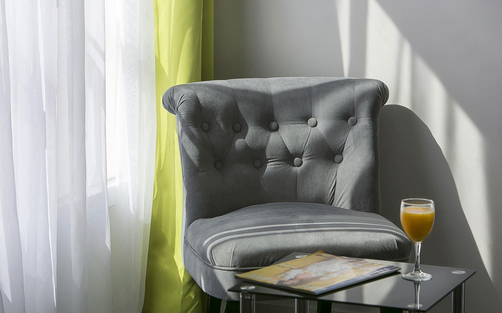 hotel-des-thermes-chambre-familiale-coin-salon
