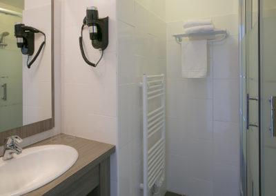 hotel-des-thermes-chambre-supérieure-salle-de-bain