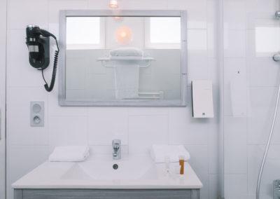 hotel-des-thermes-salle-de-bain-chambre-confort